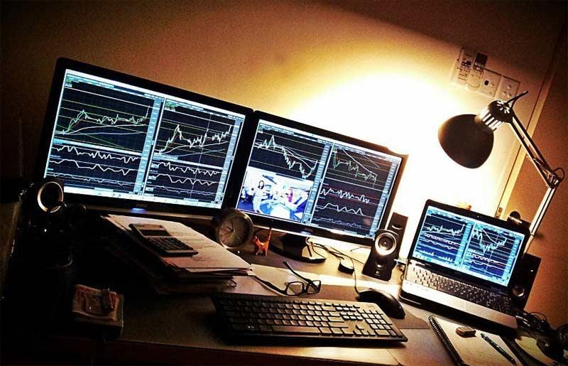 Il trading online con le valute consiste nel tentare di trarre guadagno dall'oscillazione dei tassi di cambio tra la moneta di uno Stato e quella di un altro.